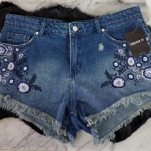 Forever 21 Embroidered Shorts Size 29 Waist NWT